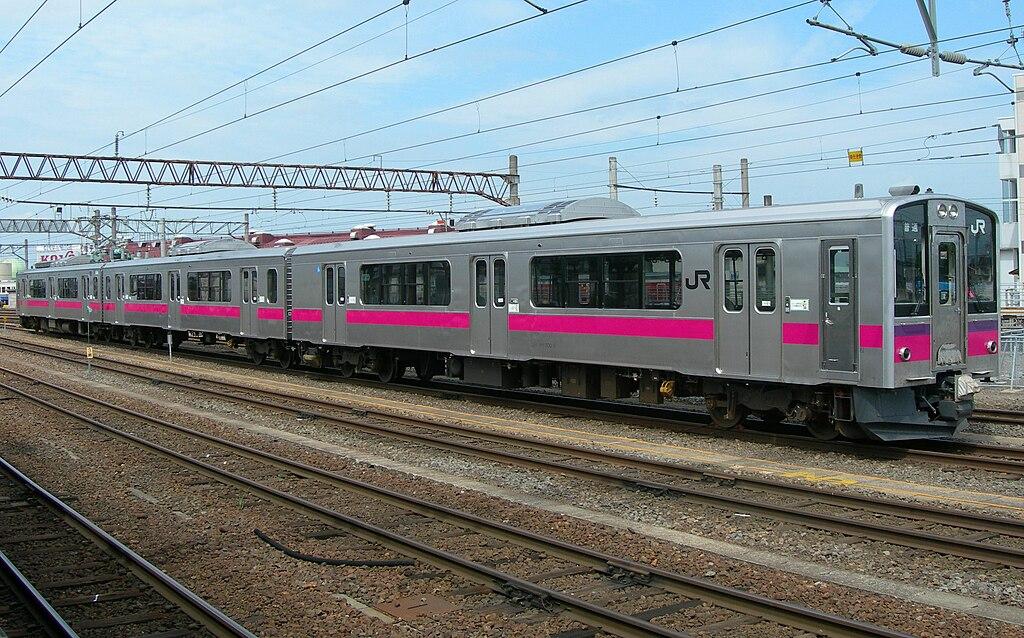 JR-E701 Akita color N8 at Hirosaki Station 20100821
