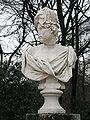 Jardin El Capricho Statue01.jpg