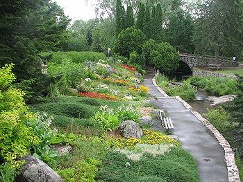 La grande rocaille du parc des moulins au bord de la for Jardin quebec