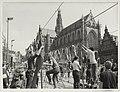 Jeugdfestiviteiten tijdens het zilveren bevrijdingsfeest op de Grote Markt. NL-HlmNHA 54003085.JPG