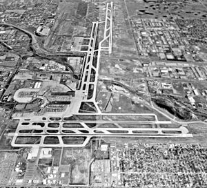 Stapleton International Airport - USGS aerial photo of Stapleton International Airport looking north, June 1993, shortly before its closure. Runway 17R/35L crosses Interstate 70 at its midpoint.