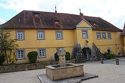 Küps Schloss Neu Brunnen.JPG