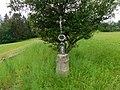 Kříž u polní cesty západně od Holušic (Q104973587).jpg