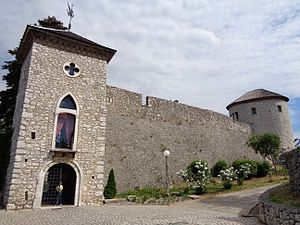 Kaštel Trsat, južne zidine s ulazom