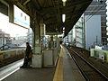 Keikyu-railway-main-line-Tobe-station-platform.jpg