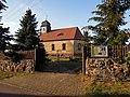 Kirche Grabo bei Straach -Südostansicht mit Zufahrt und Einfriedung straßenseitig- Ende September 2020.jpg
