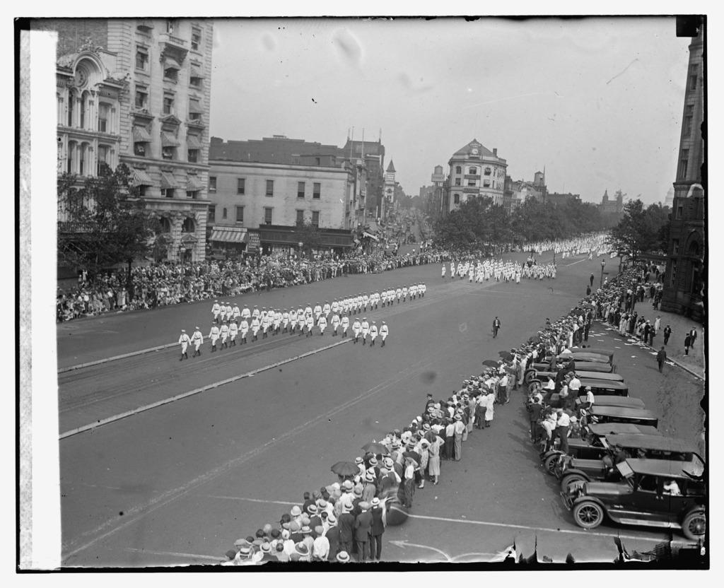 Kkk parade 1925 npcc14030u.tif