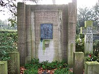 LübeckBurgtorfriedhofIdaEdBoy.jpg