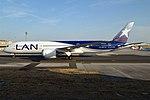 LATAM Chile, CC-BGJ, Boeing 787-9 Dreamliner (29447145097).jpg