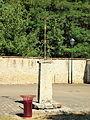 La Bussière-FR-45-calvaire de l'église-01.jpg