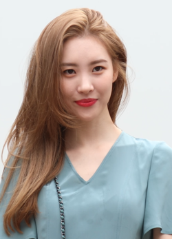 Lee Sun-mi going to a Music Bank recording in September 2018 (1).png