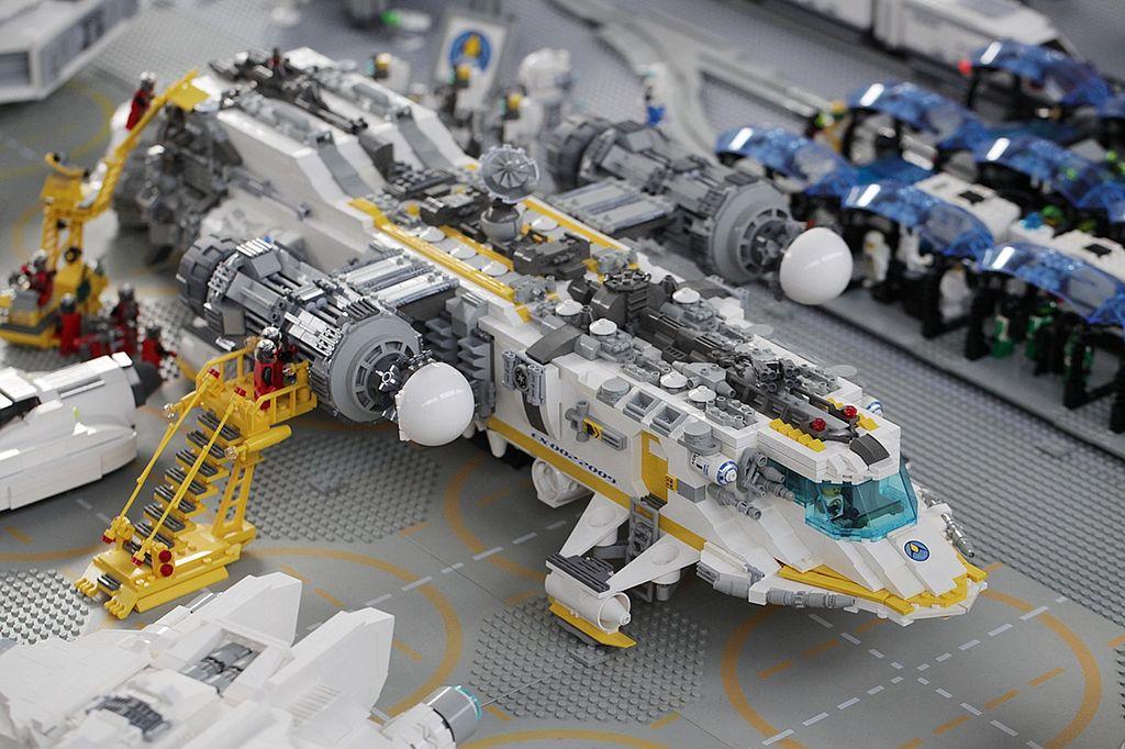 File Lego Space Exploriens Spacecraft Undergoing