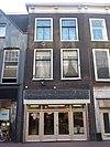 foto van Pand met gevel met console kroonlijst, moderne winkelpui