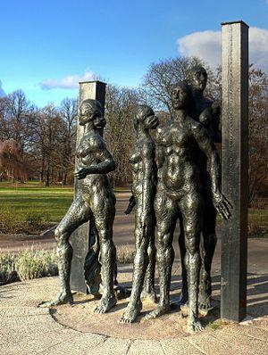 Friedenspark - Group of figures in the Friedenspark, 2008