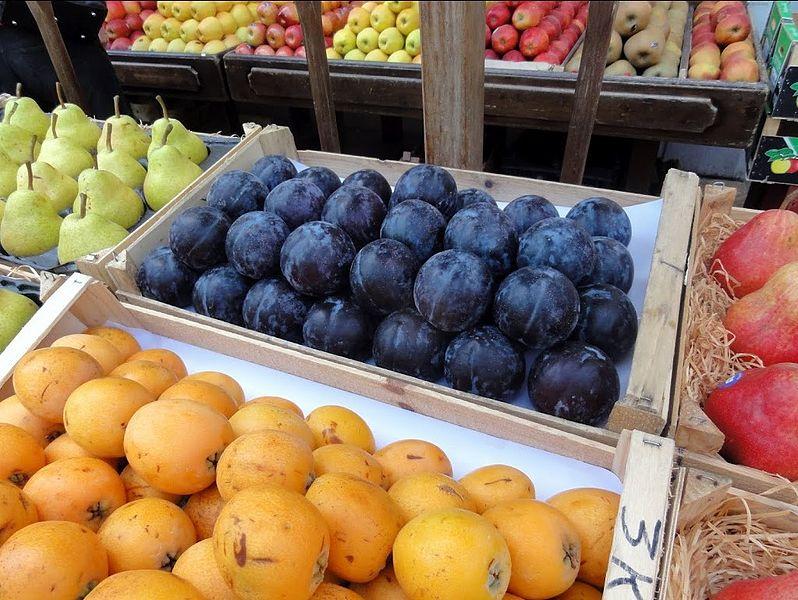 File:Les fruits du marché de Valbonne, -11 mai 2012 a.jpg