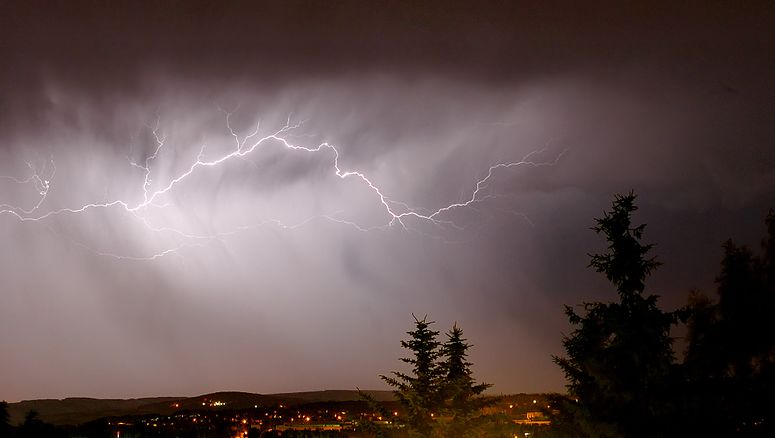 Lightning cloud to cloud (aka).jpg