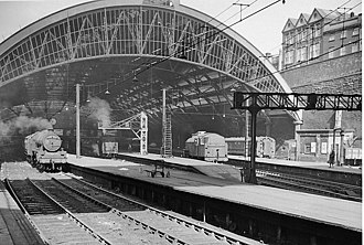 Liverpool Lime Street railway station - Inward view of Liverpool Lime Street Station in 1959