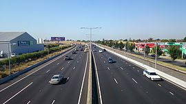 Looking south bound down the Tullamarine Freeway at Airport West.jpg