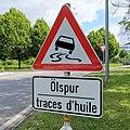 Luxembourg road sign E,8 Ölspur.jpg