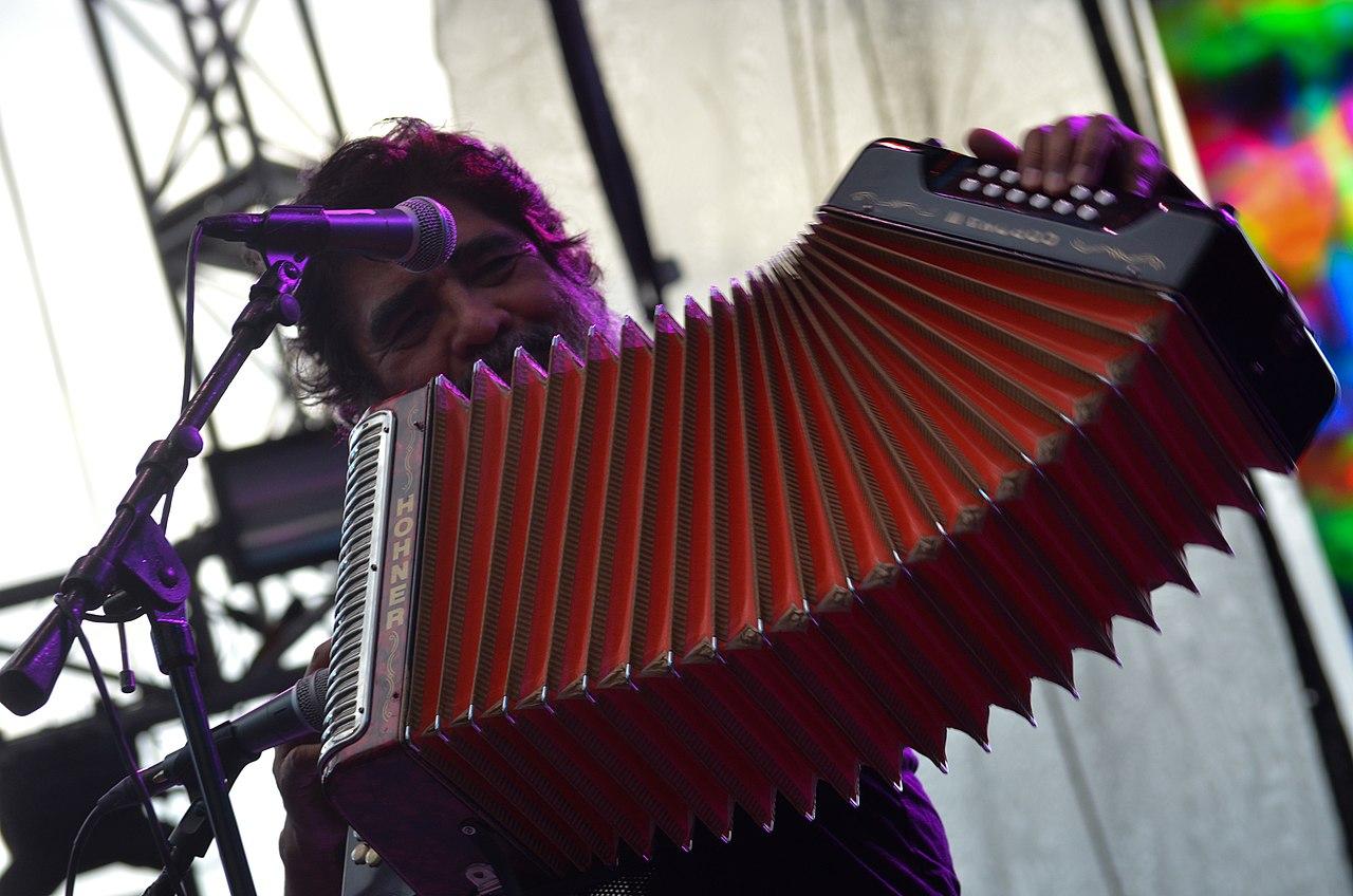 File:MX PR CLAUSURA AÑO DUAL ALEMANIA-MÉXICO CELSO PIÑA (34373621084).jpg -  Wikimedia Commons