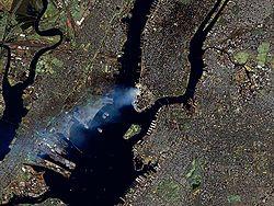 Manhattan bajo el humo tras el ataque, visto desde el espacio
