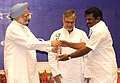 Manmohan Singh presenting the award for the best performing States under the Panchayat Empowerment & Accountability Incentive Scheme (PEAIS) to Tamil Nadu, at the National Panchayati Raj Diwas, in New Delhi on April 24, 2010.jpg