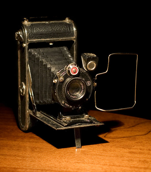 File:Maquina fotografica antiga.jpg