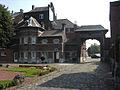 Marchienne-au-Pont - Château Bilquin-de Cartier - 24 - porche et colombier.jpg