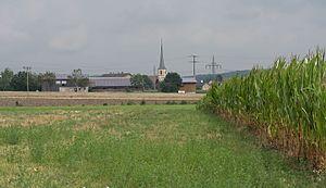 Markt Bibart - Image: Markt Bibart, dorpszicht met die katholische Pfarrkirche Sankt Marien Dm D 5 75 144 3 foto 4 2016 08 06 11.20