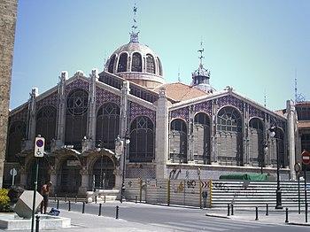 Mercado Central de Valencia visto desde la Plaza Ciudad de Brujas