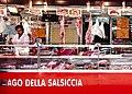 Mercante di carne del mercato storico di Ballarò a Palermo.jpg