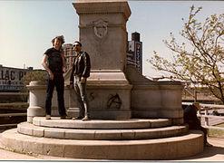 El pedestal sin estatua en 1986. Actualmente el pedestal ha sido eliminado.