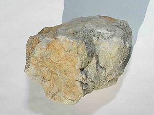 Amblygonite - Image: Mineral Ambligonita GDFL032