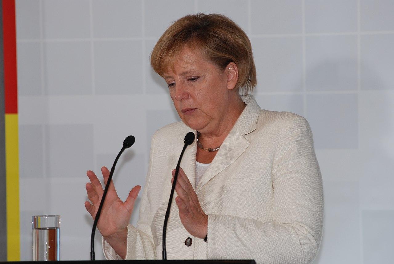 Ministru prezidents un Vācijas kanclere tiekas ar uzņēmējiem (4967432151).jpg