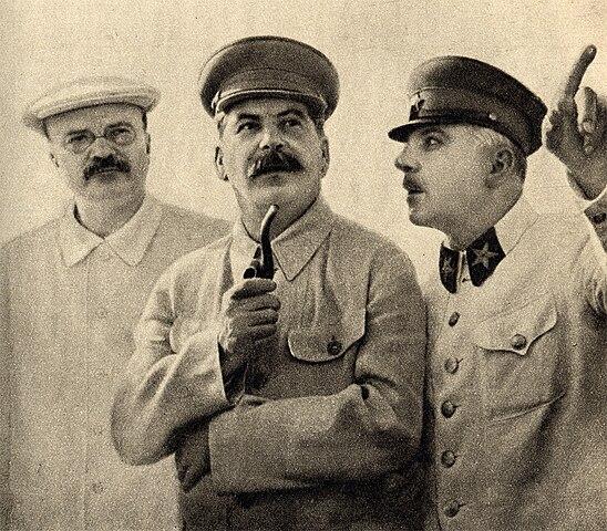 http://upload.wikimedia.org/wikipedia/commons/thumb/1/17/Molotov%2C_Stalin_and_Voroshilov%2C_1937.jpg/548px-Molotov%2C_Stalin_and_Voroshilov%2C_1937.jpg