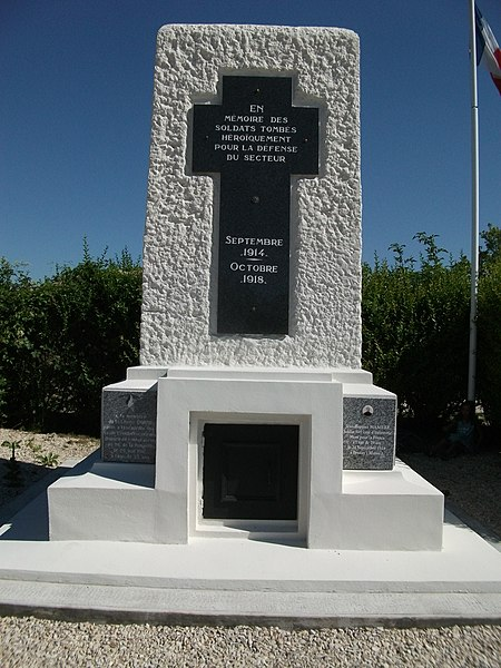 Fort de la pompelle, monument aux morts.