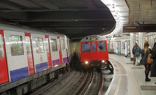 Monument tube station MMB 01 D Stock
