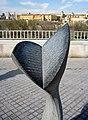 Monumento a Federico García Lorca (Córdoba). En la piedra aparecen los versos del poema titulado San Rafael del Romancero gitano. 02.jpg