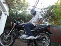 Motociclista en Suzuki EN 125 2A.jpg