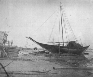Mtepe - mtepe on the beach at Zanzibar, circa 1890.