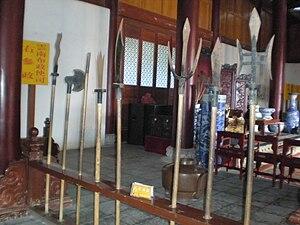 Pole weapon - Image: Mu Mansion main meeting hall weapon rack 1
