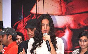 Nargis Fakhri promote 'Rockstar' at MMK College