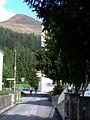 Nederlandsch Sanatorium Davos 001 weg langs toegangspoort.JPG