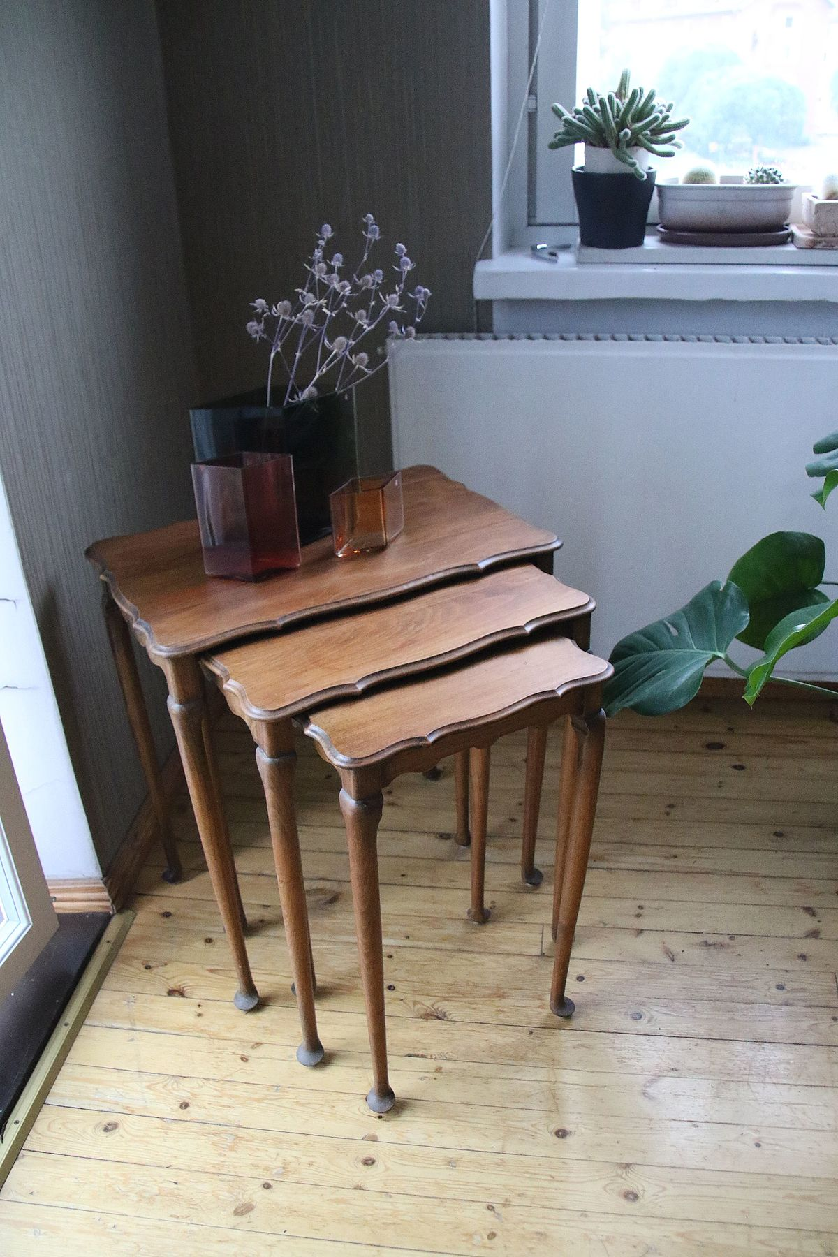 table gigogne wikip dia. Black Bedroom Furniture Sets. Home Design Ideas