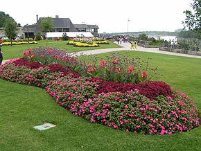 Il parco canadese lungo le cascate del Niagara.