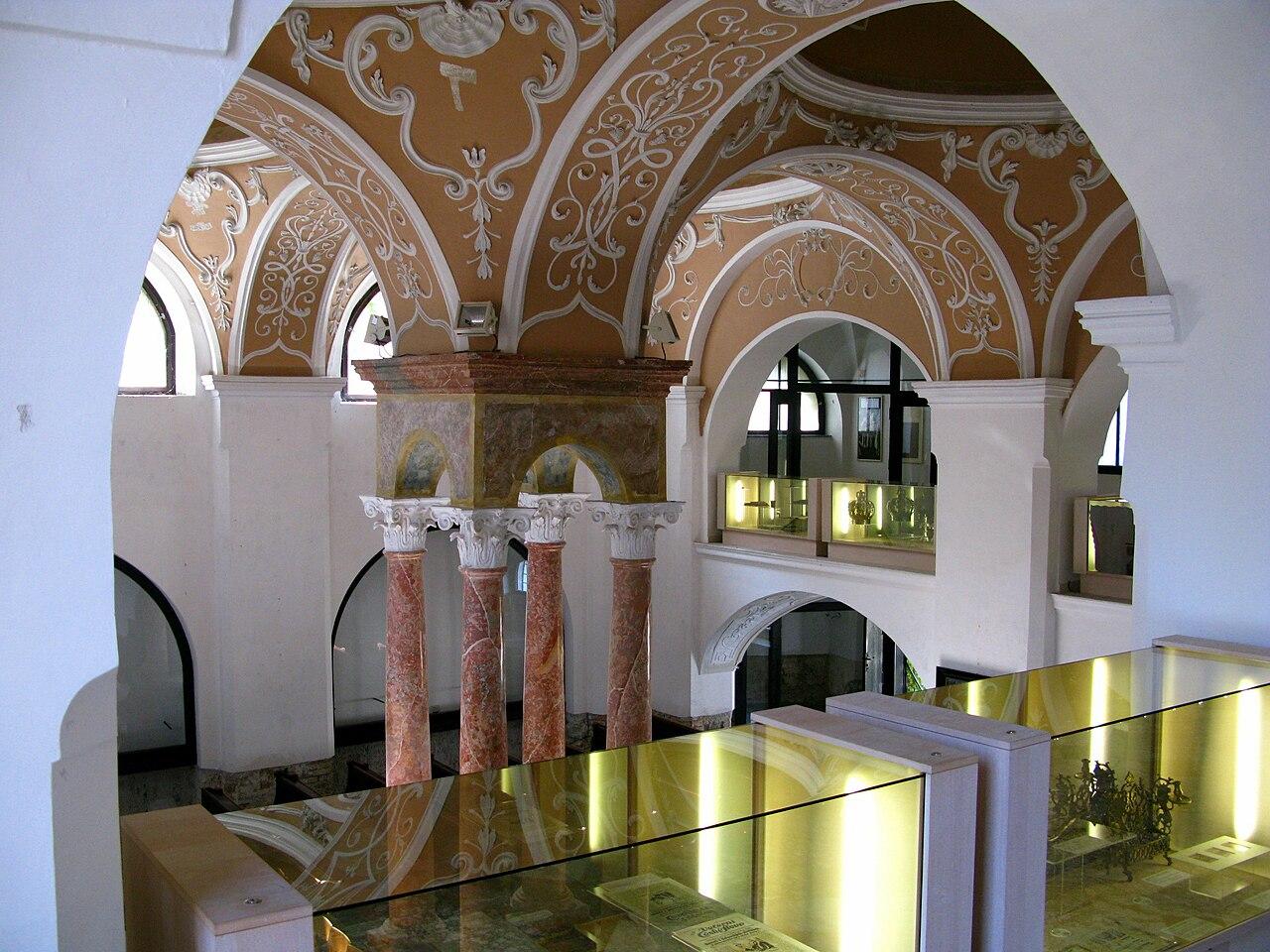 Nikolsburg Obere Synagoge 2009 02.JPG