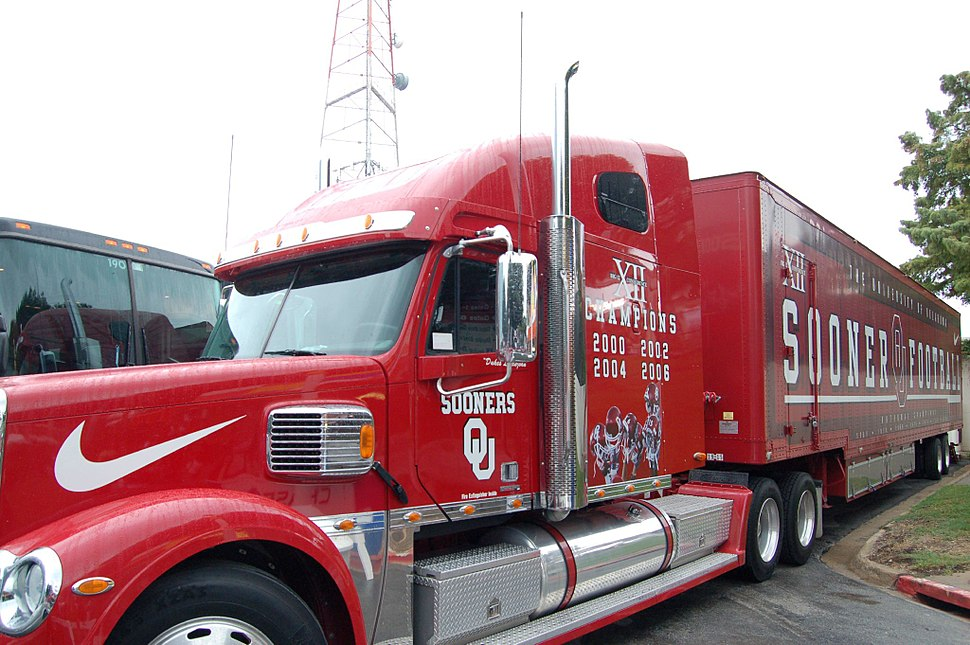 Oklahoma Sooners bus - 2007 Red River Shootout