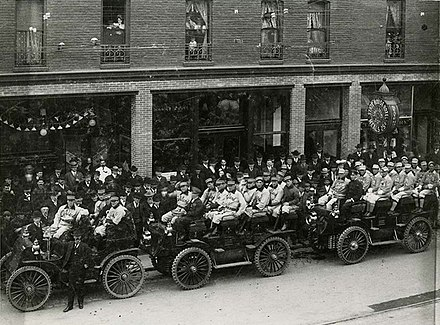 The visiting Oakland Oaks prepare to travel to the ballpark on Opening Day 1903 to face the Sacramento Senators. Opening Day 1903, Oakland Commuters leaving the Statehouse Hotel for their first PCL game against Sacramento. (17124238308).jpg
