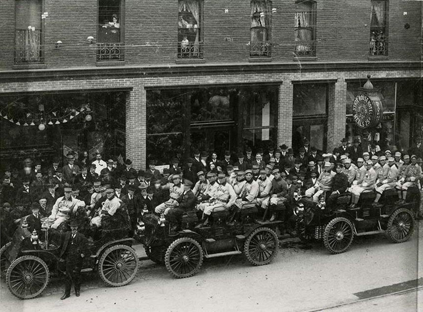 Opening Day 1903, Oakland Commuters leaving the Statehouse Hotel for their first PCL game against Sacramento. (17124238308)
