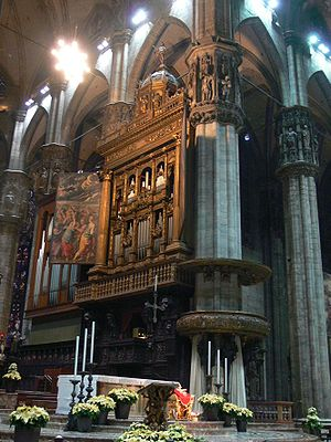 Organ (music) - South corp in the Duomo di Milano. The history of this large organ (now with about 16,000 pipes) began in 1395, and it was continuously remodeled until 1986. The present decoration is from the 16th century.